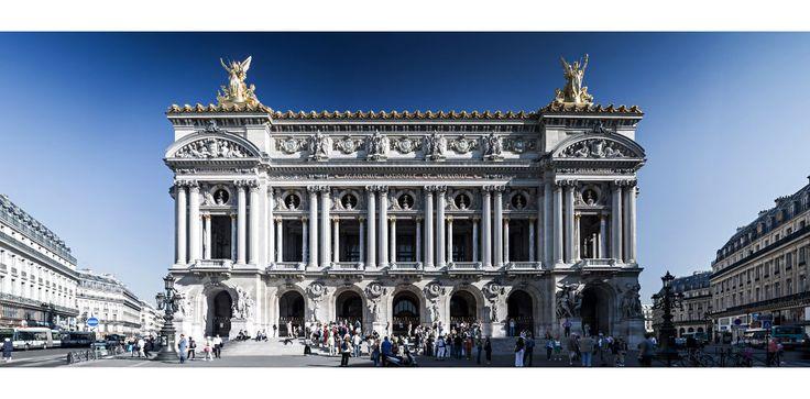 Façade de l'Opéra de Paris au soleil.