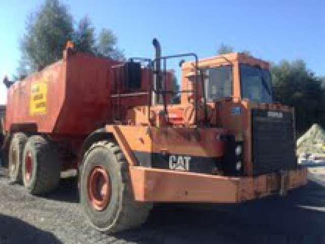 Camion poids lourd Citerne à goudron Caterpillar D350d occasion