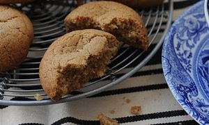 Ginger-spiced buttons with absolute crunch