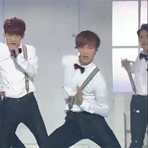 i - i uhm................. CHEN!!! (Chen: Gull, I can't exprain whut I pheel!) ah~!! darn it Lay so unf sexy!! *dies  nosebleeds* Can anyone imagine playing careless whisper in the background while looking at Lay doing this in SLOW MOTION~?? keke i can't last 2 seconds looking at this! *DIES* *_*