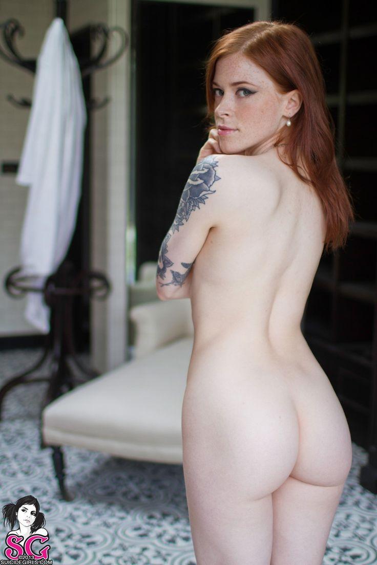 Naked girls kissing big boobs