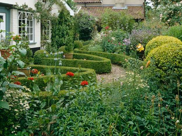 25 beautiful backyard landscaping ideas and gorgeous for Formal garden design