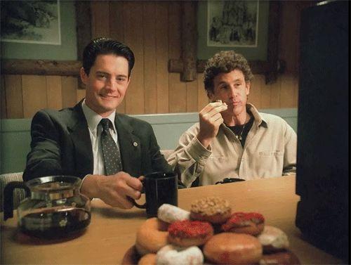 Kyle MacLachan & Michael Ontkean behind the scenes of Twin Peaks.