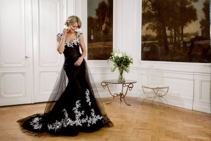 Rimona -  This beautiful gown in Mikado in Ivory SIZE: UK8