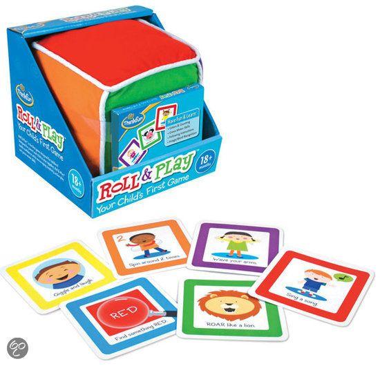 Het eerste spel voor je peuter! Wrijf over je buik, LOEI als een koe, zoek iets blauw... Roll & Play is speciaal ontworpen voor peuters! Door ouder en kind samen te laten spelen, stimuleert Roll & Play het zelfvertrouwen, de creativiteit, het actief spelen en de motorische vaardigheden van je peuter. Gooi de kubus en neem een kaart van de gegooide kleur. Beleef daarna samen plezier aan de opdracht.
