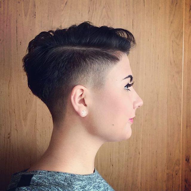 10 Fasson Haarschnitt Mit Ubergang Frauen Kinder Klassisch Jungen Fur Manner In 2020 Kurzhaarschnitte Fasson Haarschnitt Haarschnitt