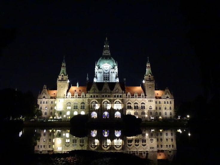 The amazing New City Hall of Hannover, Germany. Read more: http://www.imperatortravel.ro/2016/10/descoperind-germania-ep-3-hanovra-mai-mult-decat-orasul-marilor-targuri-de-tehnologie.html