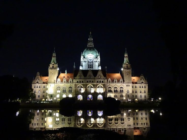 The amazing New City Hall of Hannover, Germany. Read more: http://www.imperatortravel.ro/2016/10/descoperind-germania-ep-3-hanovra-mai-mult-decat-orasul-marilor-targuri-de-tehnologie.html