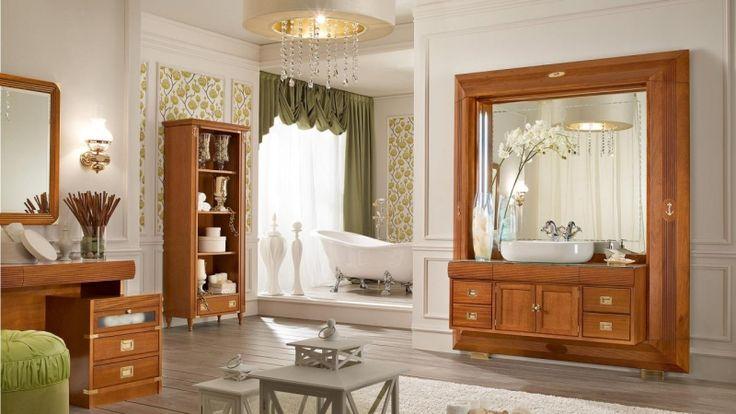 Badezimmer mit Holz-Schrank und Badspiegel