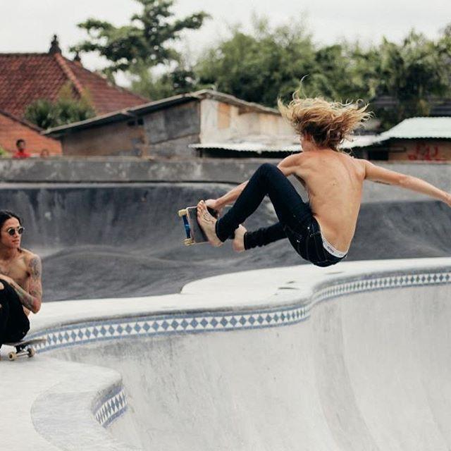 Barefoot Boner! xxx #denim  #skate #rippedjeans #ripjeans #punk #thrasher