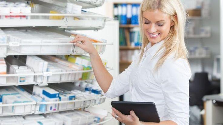 Novembertől indult az Elektronikus Egészségügyi Szolgáltatási Tér (EESZT), de az elmúlt hetek működése számtalan kérdést váltott ki az emberekből. Kik válthatják ki az e-receptet, és meddig kérhetünk papíralapú vényt? Milyen adatokat tárolnak rólunk, és ki láthatja ezeket? Gyógyszerjogi szakértőt kérdeztünk.