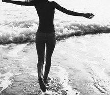 Вдохновляющая картинка пляж, чёрно-белое, счастливые, лето, 3331664 - Размер 570x854px - Найдите картинки на Ваш вкус