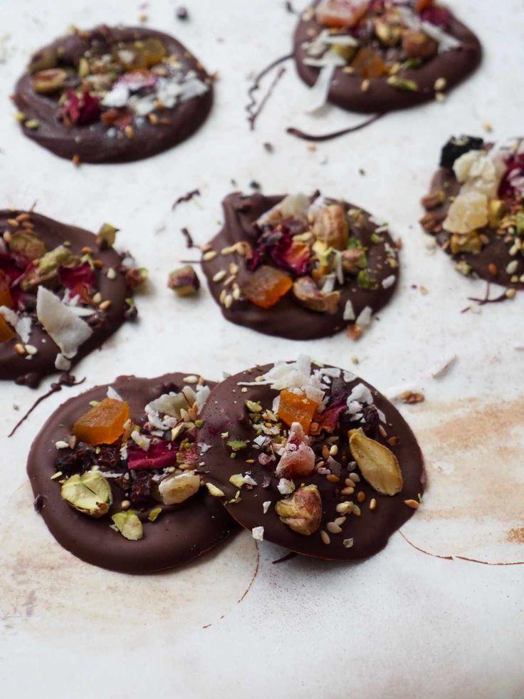 Enkel sjokoladekonfekt med tørket frukt og nøtter