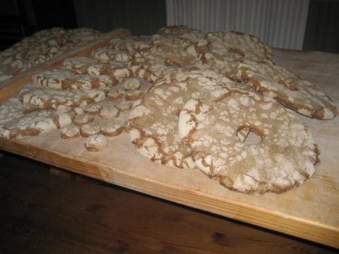 Itse tehty ruisleipä on parasta lähiruokaa. Vanhan Vartiamäen tilalla järjestetään ruisleipäkursseja.