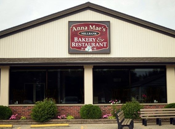 Restaurant Review: Broasted chicken and pie make it worth drive to Anna Mae's in Millbank