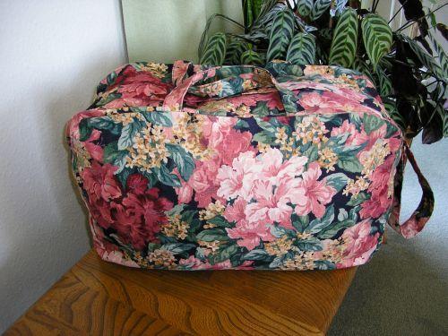 Weekend Bag Hibiscus Linen.  This bag has now been sold.