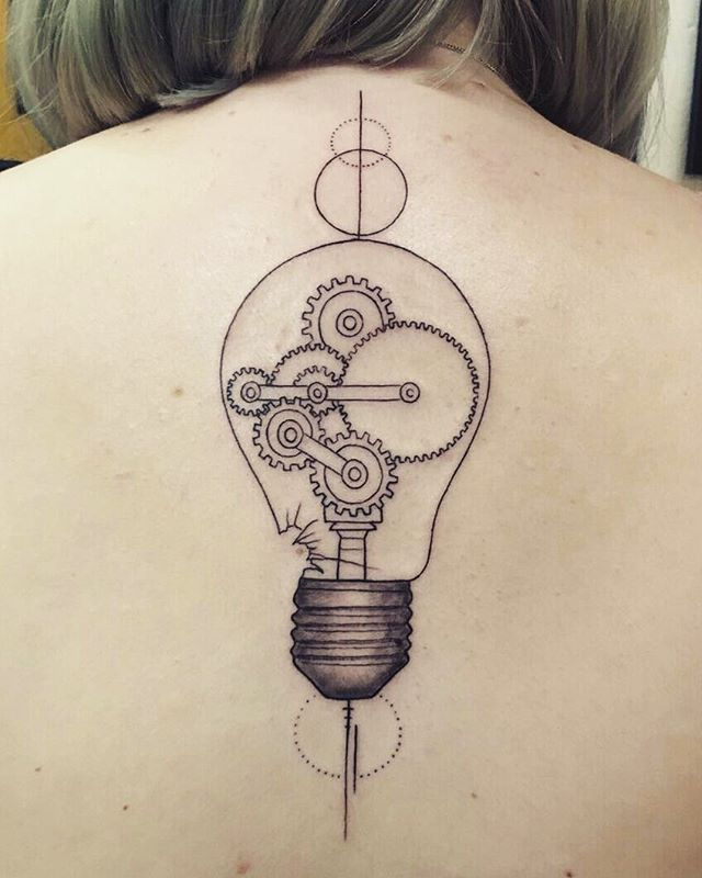 New ✒ #new #tattoo #lightbulb #lightbulbtattoo #auw Thanks @bakkes1