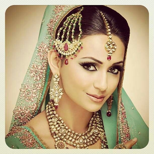 Hairstyles Pakistani Waleema: Pretty Makeup And Hair And Dupatta Setting For Walima