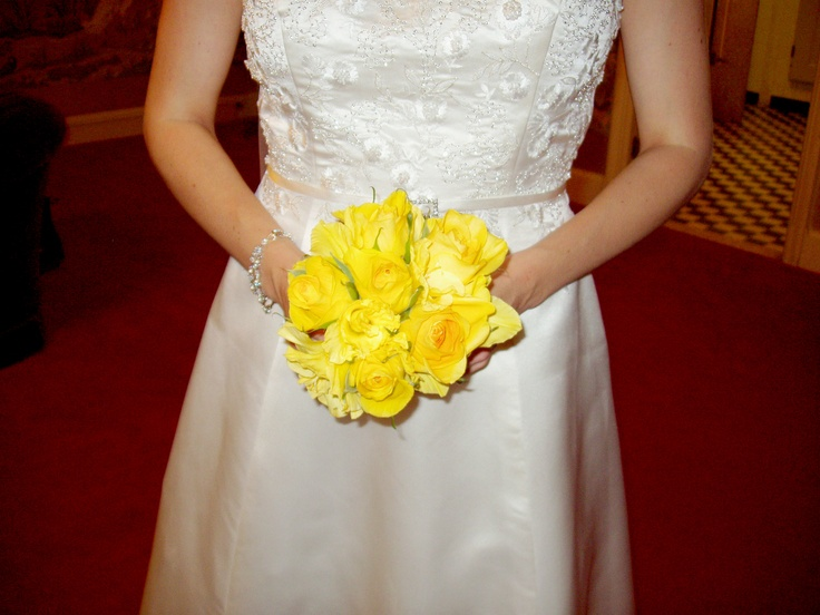"Bridesmaid Bouquet of Rose""Gold Strike"" and Yellow Gladioli Flowers"