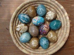 Βάφουμε αυγά με φυσικές βαφές – ftiaxto.gr