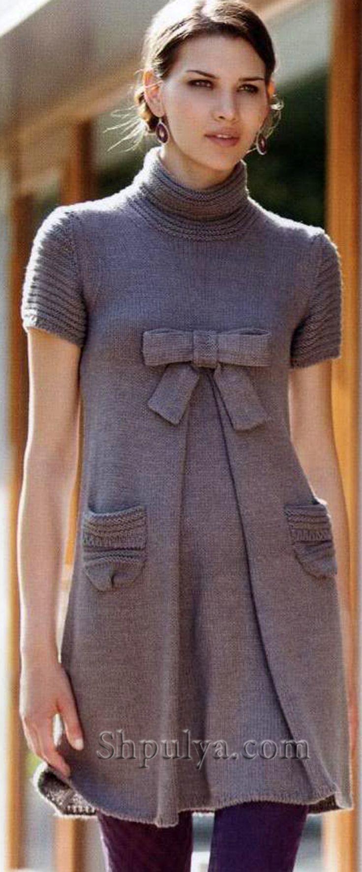Серое платье с бантом, вязаное спицами