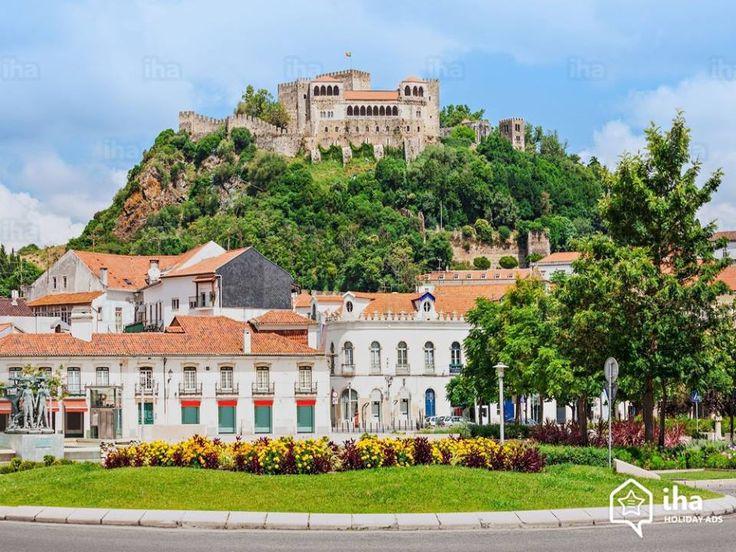 Castelo de Leiria, Portugal. Este castelo de fronteira passou definitivamente para a posse de Dom Afonso Henriques em 1139. Nos reinados seguintes o castelo seria ampliado e embelezado, tendo servido de Residencia Real e tambem para reunir Cortes em diversas ocasioes.