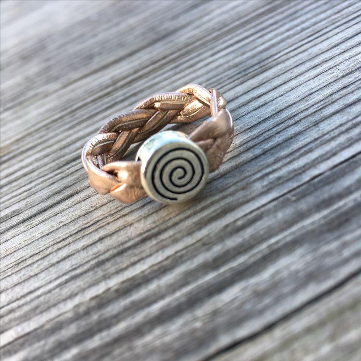 Leather ring #diy #diyjewelry #diybracelet #handmade #handmadejewelry #kidsjewelry #kindersieraden #chunkpalace #fashion #creatief #creative #creatieveworkshops #workshop #workshops #fashion #ibizastyle #ibizajewelry #boho #bohostyle #bohojewelry #bohemian #bohemianstyle #bohemianjewelry