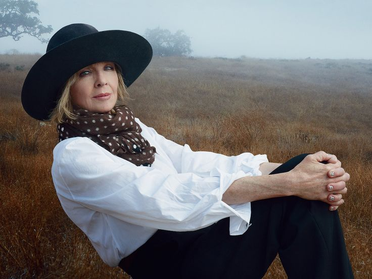 Diane Keatonhas her way of doing things. On the Vanity Fair cover, by Annie Leibovitz, she wore her own clothes unlike the other celebrities.