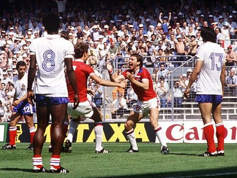 Group stage,Bryan Robson celebrate his goal against France after just 27 second,England vs France 3-1