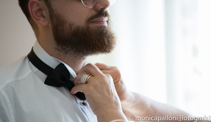 Preparativi.... #monicapallonifotografa #sorrisi #moments #momenti #attimi #preparativi #waiting #papillon #wedding #marriage #matrimonio #sposo #photo