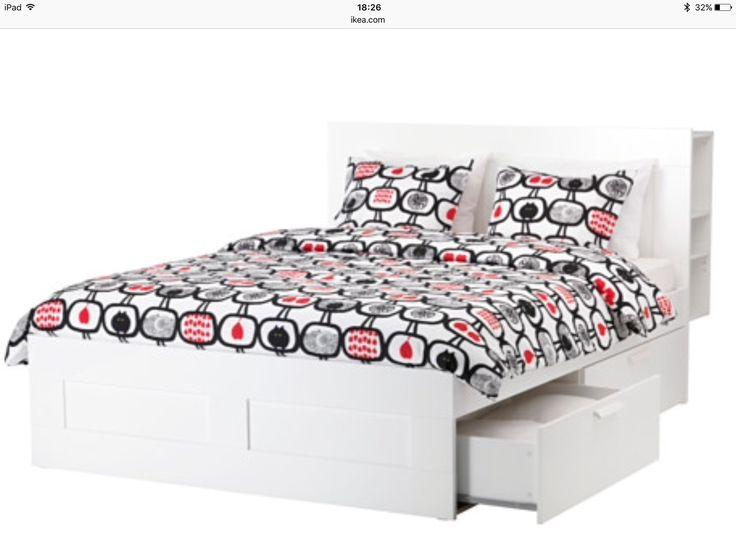 Dit mijn bed. Alleen dan zonder dit lelijke dekbedovertrekset. Voor de nieuwe slaapkamer koop ik het hoofdeinde erbij. Nu nog leuk aankleden!