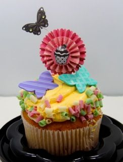 Rosette Cupcake Topper using @PLUS Corporation of America products - Great dessert idea + Mother's Day craft