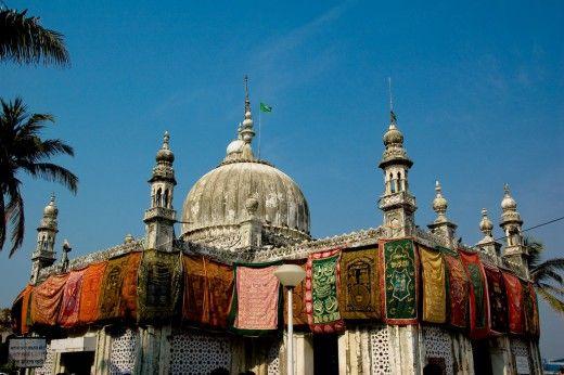 The Haji Ali Dargah off the coast of the Worli neighborhood.
