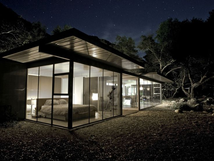 This breathtaking glass home rental in Three Rivers offers the perfect place for a California getaway. Apart from the home's incredible architecture and beautiful views, it also boasts a lovely location, right within walking distance to the South Fork Kaweah River. Whether glampers are looking for a lovely place to relax, or they're hoping to embark in all sorts of adventure in the nearby area, nobody can argue against this incredible rental. With the addition of tented cabins in the summer…