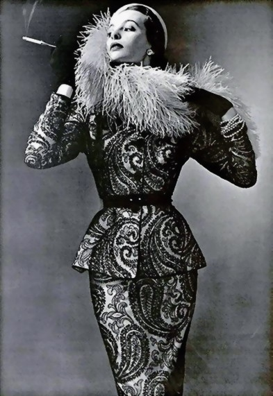 Black lace in a paisley motif highlight this charming dinner suit by Pierre Balmain, L'Officiel 1950