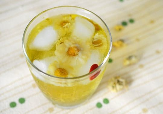 Golden, mellow, and sweet, iced chrysanthemum tea makes a beautiful refreshment on a warm day. It's so pretty that we can imagine serving it to mom on Mother's Day, or at any number of springtime celebrations.