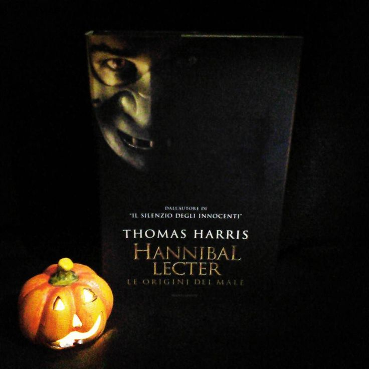 """E si continua con la #LitBloggerUnitedOctoberChallenge siamo al giorno 14 e l'argomento di oggi è """"Libro e zucca""""...Halloween is coming!  #hannibal #thomasharris #hanniballecter #libri #leggere #lettura #amoleggere #horror #libriovunque#libro #book #books #bookstagram #zucca #pumpkin #halloween #jackolantern #booklover #bookworm  #bookish #bookporn #bookaholic #picoftheday #instalike #instagood #instapic #picofthenight"""