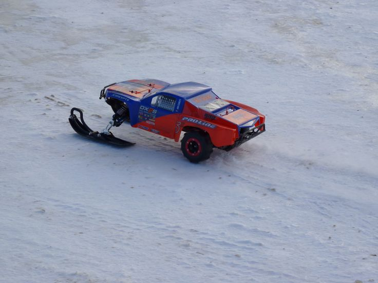 Project Snowmo-Slash : Traxxas Slash with Skis and Paddles | RC Soup