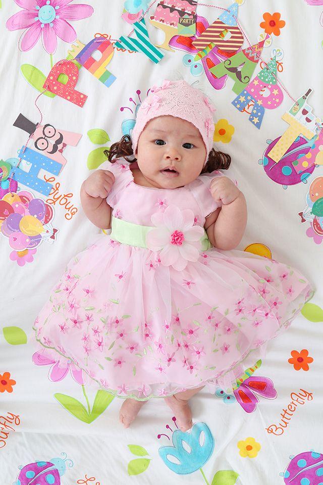100日 記念にドレスアップした生後3ヶ月の赤ちゃん画像♡
