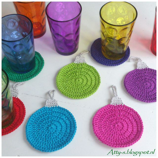 10 Free Last Minute Christmas Crochet Patterns! Collection on Mooglyblog.com-Christmas Ornament Coasters