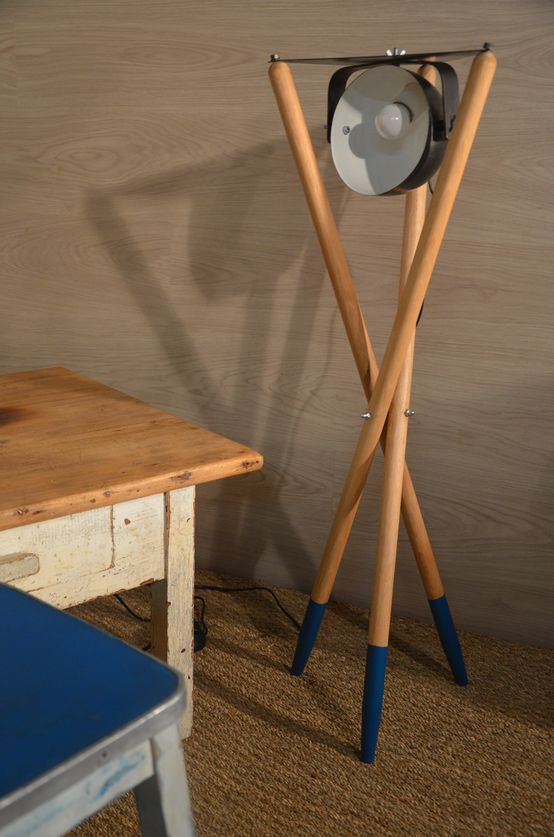 Drewniana lampa, drewniane dodatki, drewniane dekoracje, drewno we wnętrzach. Zobacz więcej na: https://www.homify.pl/katalogi-inspiracji/15245/trendy-drewno-w-roli-glownej