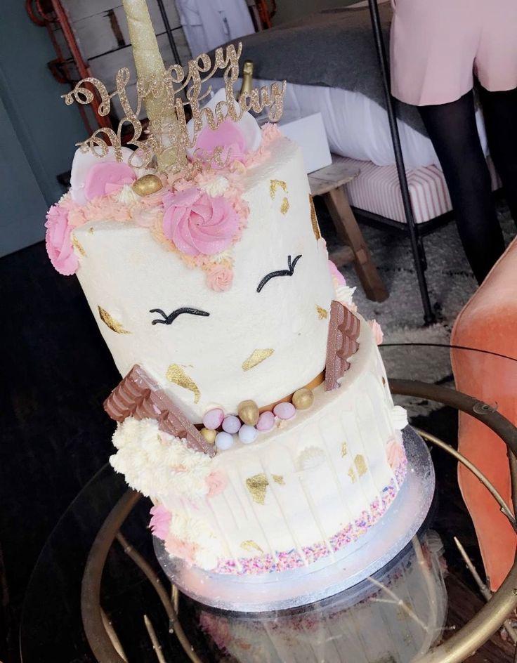 Zoella's 2017 birthday cake