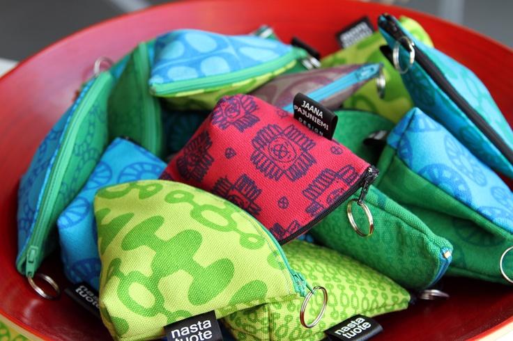 Jaana Pajuniemi's nastatuote makes colourful bags and pouches. jokiadesign.blogspot.fi
