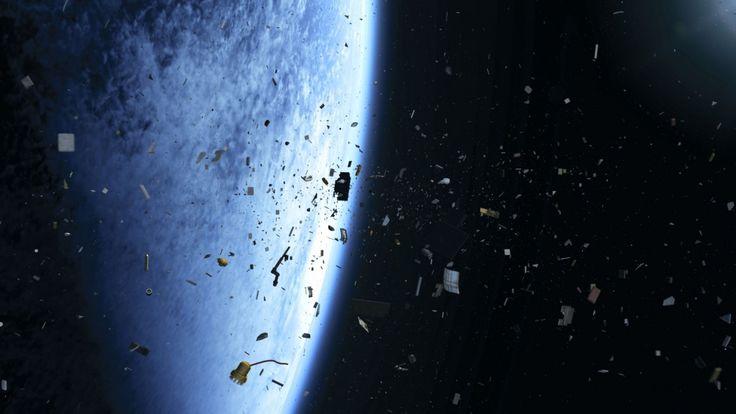 Nós, humanos, estamos há décadas sujando nosso quintal cósmico descartando satélites usados, cascos de foguetes e outros fragmentos de detritos desde que ganhamos o know-how tecnológico para tanto. Aanimação abaixonos mostra esse processo, desde o início dos voos espaciais até 2015.  O vídeo a seguirfoi criado pelo astrônomo Stuart Grey, da University College London, usando dados sobre a localização precisa de cada pedaço de lixo espacial emspace-track.org.  Qua