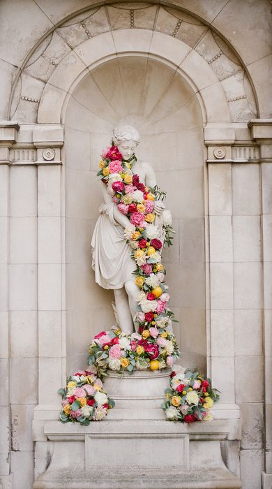 cascading blooms.Wedding Inspiration, Floral Garlands, Beautiful Roses, Beautiful Flowers, Floral Waterfall, Cascading Flower, Cascading Bloom, Altars, Cascading Floral