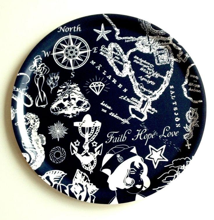 Bricka Rund Faith Hope Love Navy via Sabina Wroblewski Gustrin. Click on the image to see more!