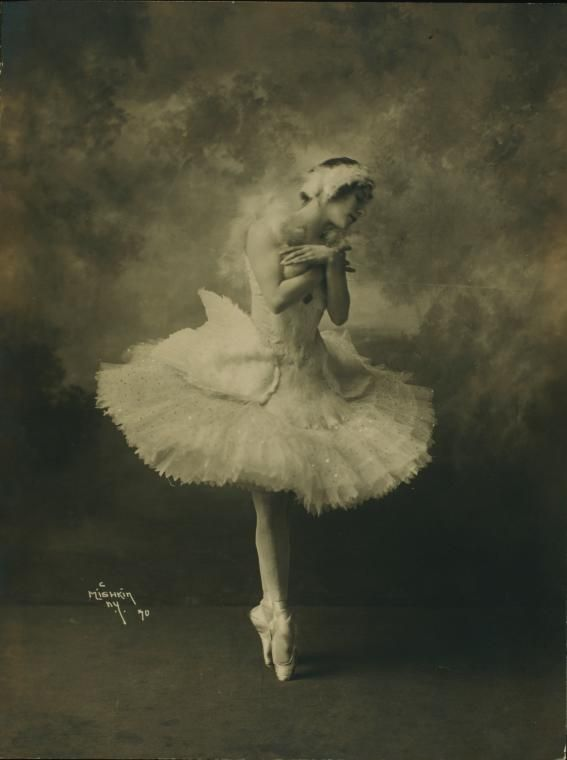 vintage everyday: Anna Pavlova in costume for The Dying Swan, c.1910s