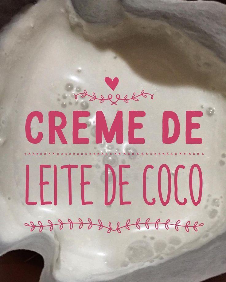 Como faz o tal creme de leite de coco? 1-Coloque o coco em pedaços no liquidificador; 2-Adicione água bem quente (mas não fervendo) até que a água cubra o coco e não mais do que isso. 3-Coloque o lindo do liquidificador a trabalhar pesado até que esteja bem batido. 4- Coe com um pano limpo ou com uma peneira de trama bem fina. 5-O leite de coco que você fez você leva à geladeira e deixa de um dia para o outro. 6- A mistura vai ter duas fases visíveis na superfície vai ficar a parte densa que…
