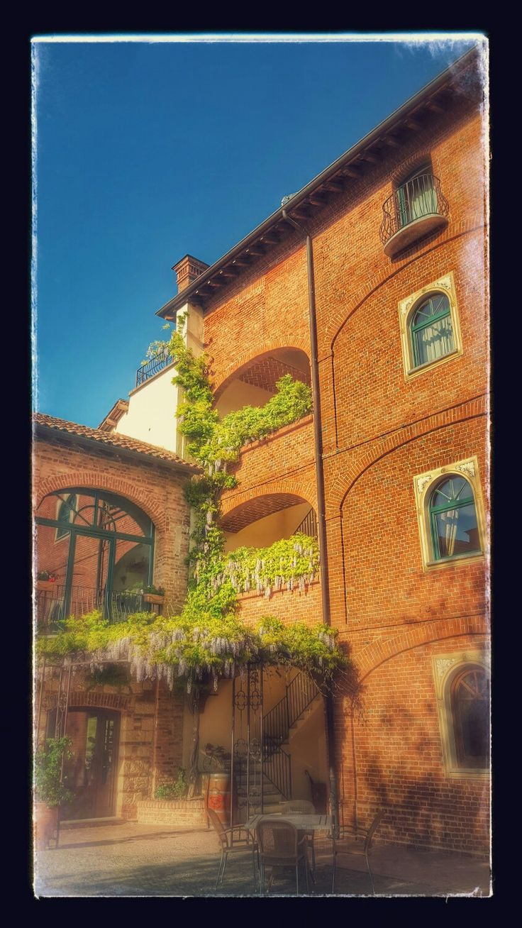 Tenuta MONTEMAGNO colline intorno ad Asti ...x un week-end