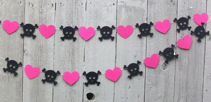 Skull and heart garland, Monster high theme, Monster high decorations, Black and Hot Pink, Black Skull, Girl Pirate, Pirate party by PrettyPartyPaperie on Etsy https://www.etsy.com/listing/455305960/skull-and-heart-garland-monster-high